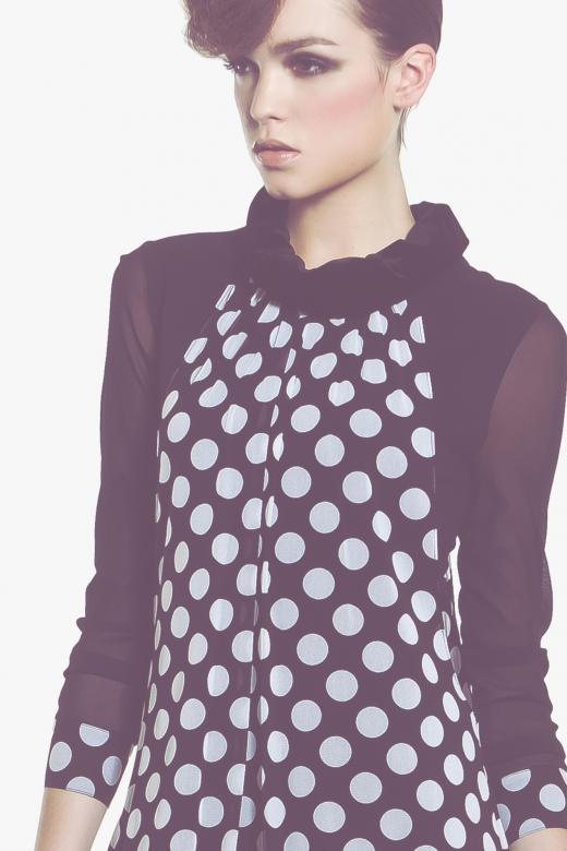 Sweter z koronką w kropki